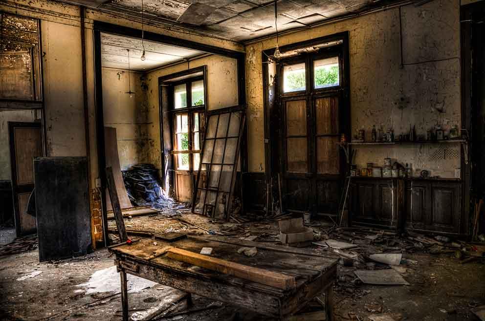 Une maison laissée à l'abandon trop longtemps, il faut agir